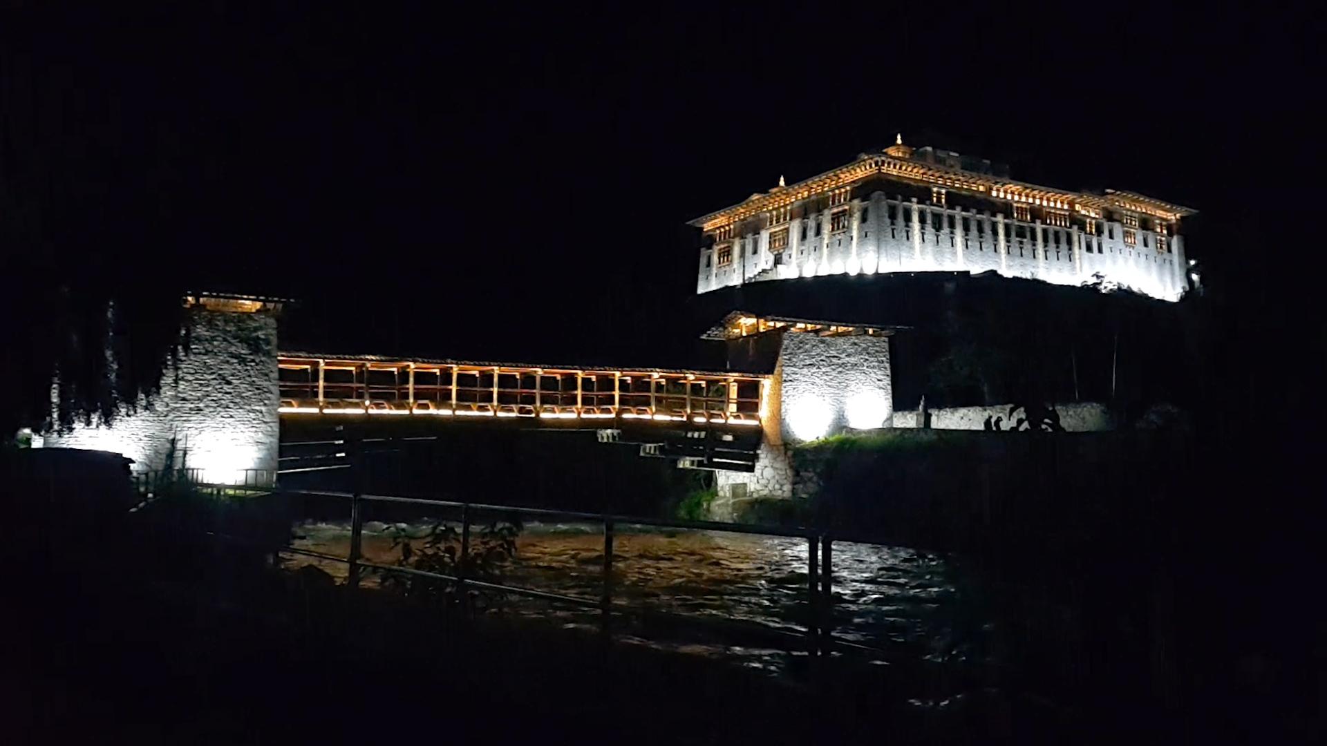 부탄의 행복은 어디서 왔을까 _ 파로종 야경 (1).jpg
